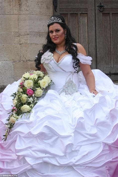 You wont believe the WEIGHT and COST of this bride?s dress