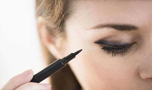 Eyeliner could harm eyesight and lead to damaged vision, warn scientists