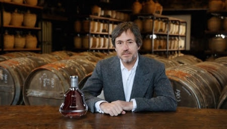 Marc Newson Redesigns The Iconic Hennessy X.O Bottle, Gives It A Bold New Look - DesignTAXI.com