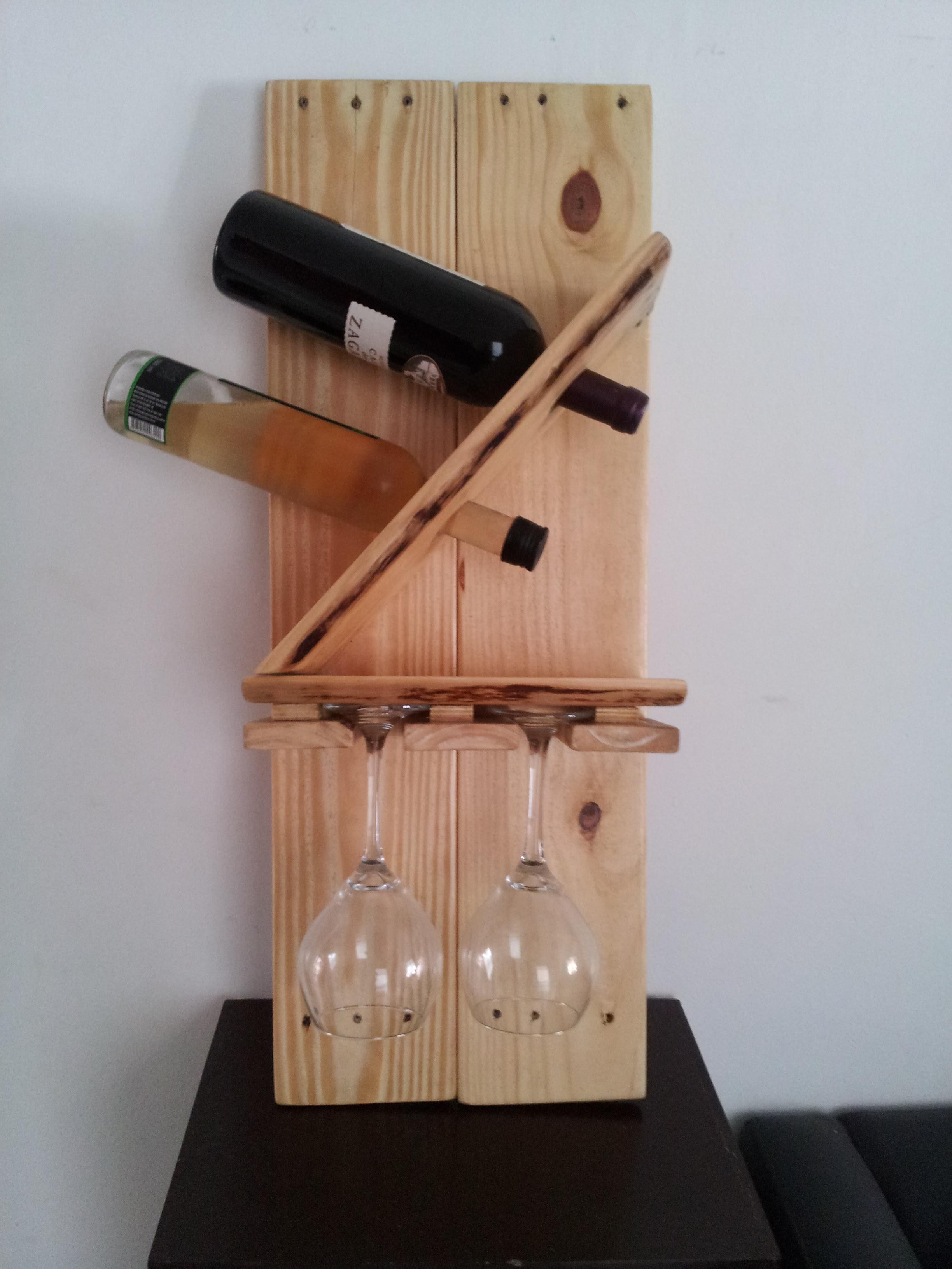 Descarte de sobras de marcenaria porta vinhos