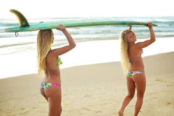 Девушки в купальниках в купальниках, девушки, смешные, удачный кадр, юмор