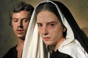 El joven se siente identificado con el estilo de estas dos figuras, expuestas en la muestra 'Duelo y Tristeza' en Málaga.