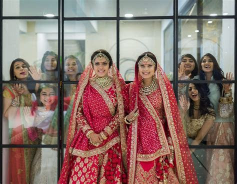 Blogger Twins Get Married in A Fab Double Wedding Ceremony