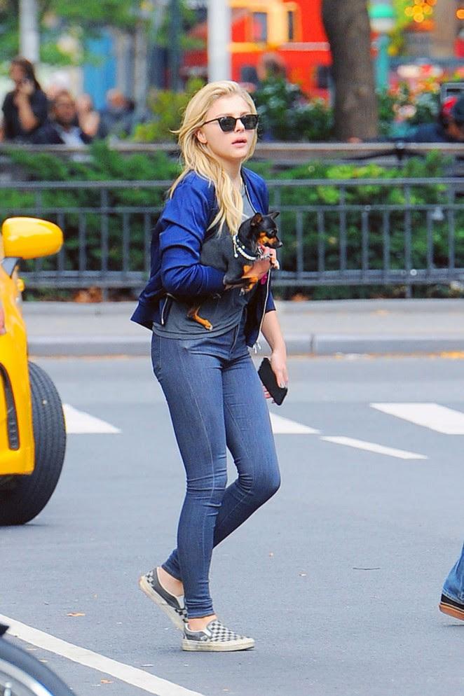 Chloe Moretz in Jeans -02
