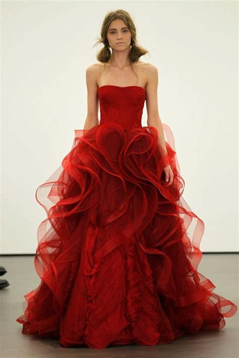 Vera Wang Sees Red for Spring 2013 Brides   OneWed