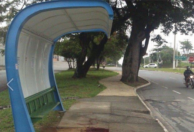 Ponto de ônibus onde a mulher foi morta em Tremembé (Foto: Rauston Naves/Rádio Metropolitana)