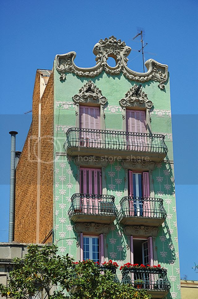 Modernist Building at Plaza del Sol, Gracia Quarter, Barcelona [enlarge]