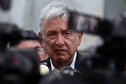 Obrador presenta queja contra Moreno Valle en la CNDH. Foto: Germán Canseco