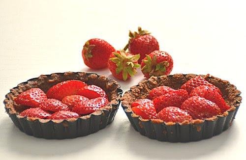 torta di fragole e cioccolato senza cottura