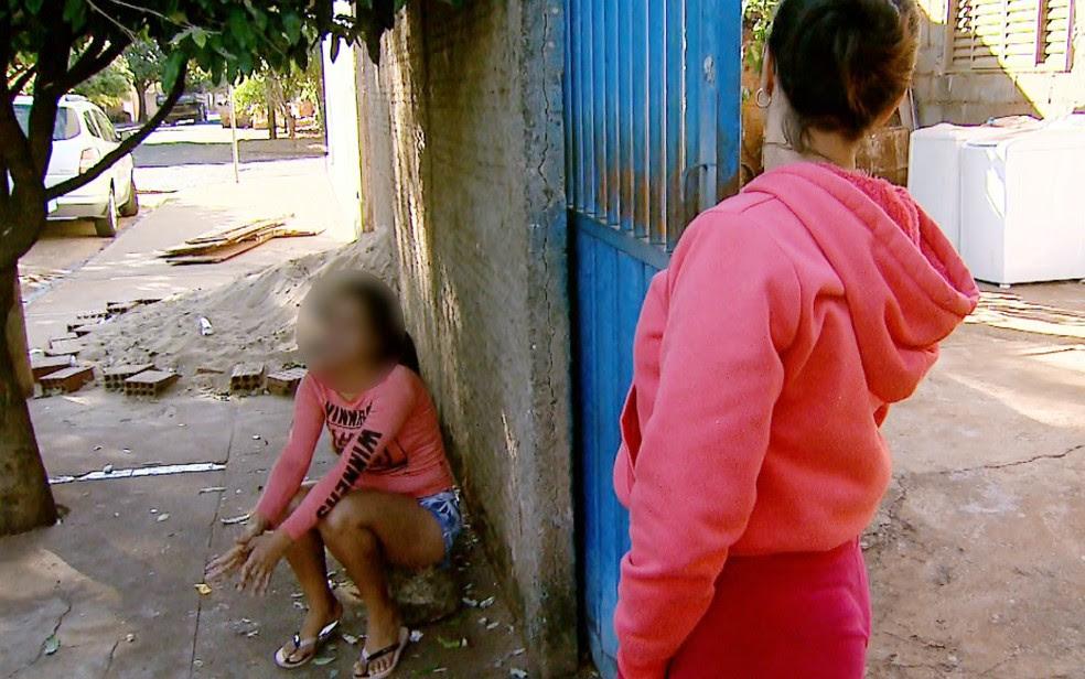 Prima da jovem que foi humilhada diz que familiares estão chocados (Foto: Fábio Junior/EPTV)