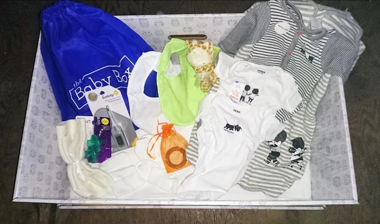 perierga.gr - Η Σκοτία κάνει δώρο στους νέους γονείς ένα... κουτί!