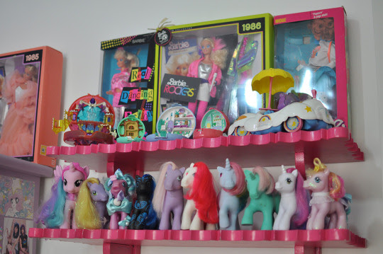 prateleira de brinquedos