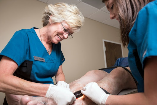 What is the Difference Between Varicose and Spider veins? Video.