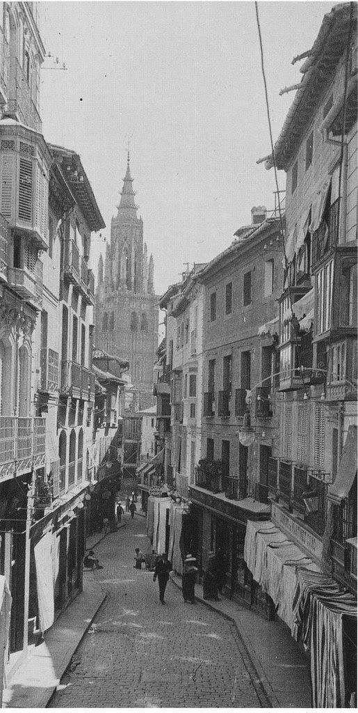 Calle Ancha o del Comercio hacia 1915. Fotografía de Kurt Hielscher. The Hispanic Society of America