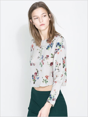 pretty floral print blouse for a pear shape
