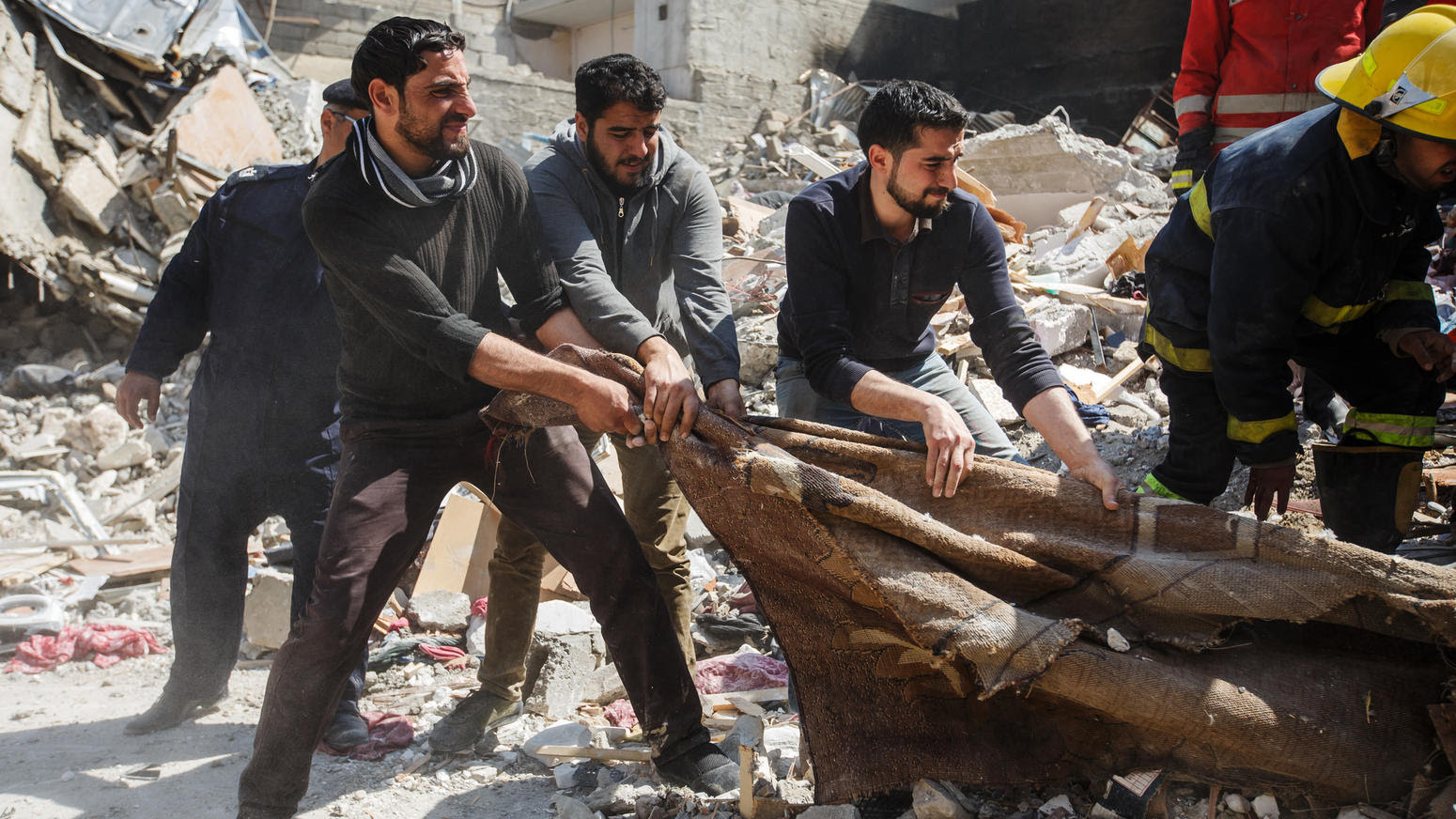 Deadly airstrike in Mosul kills scores of civilians
