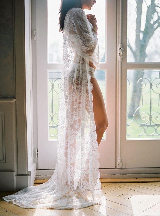 eine lange chantilly lace robe wird eine wunderschöne und sexy Geschenk für Sie an Ihrem großen Tag