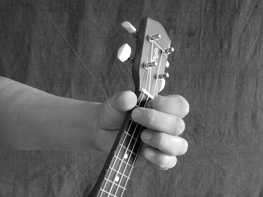 How To Hold The Ukulele - A Short Guide - Uke4u