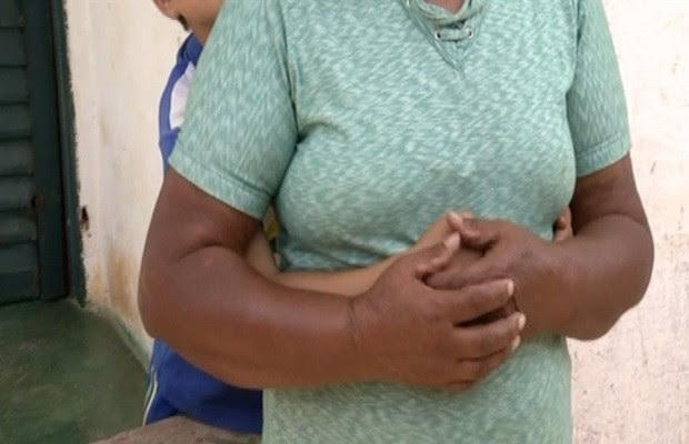 Avó diz que não concorda em entregar a guarda do neto à mãe (Foto: Reprodução/TV Anhanguera)