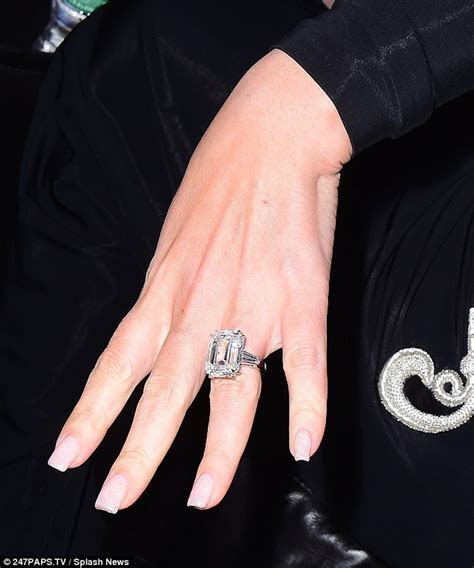 Mariah Carey gets an £8m engagement ring from James Packer