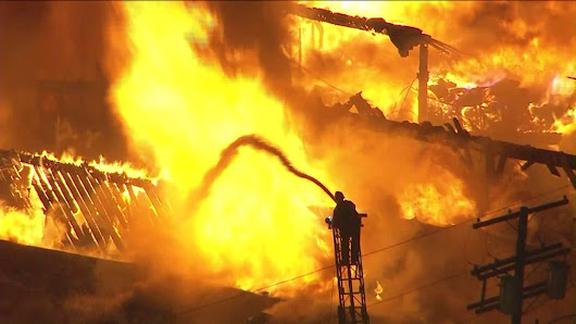 Investigation underway into massive commercial fire in Boyle Heights