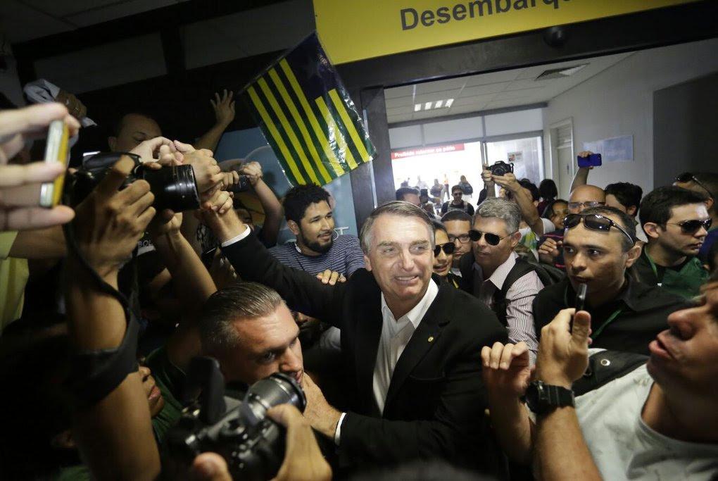 Resultado de imagem para Bolsonaro recepcionado por uma multidão no piaui