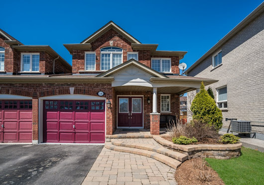 Beautiful Link-Detached in Aurora – $815K