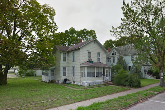Large Winona Student House | 319 East Third St