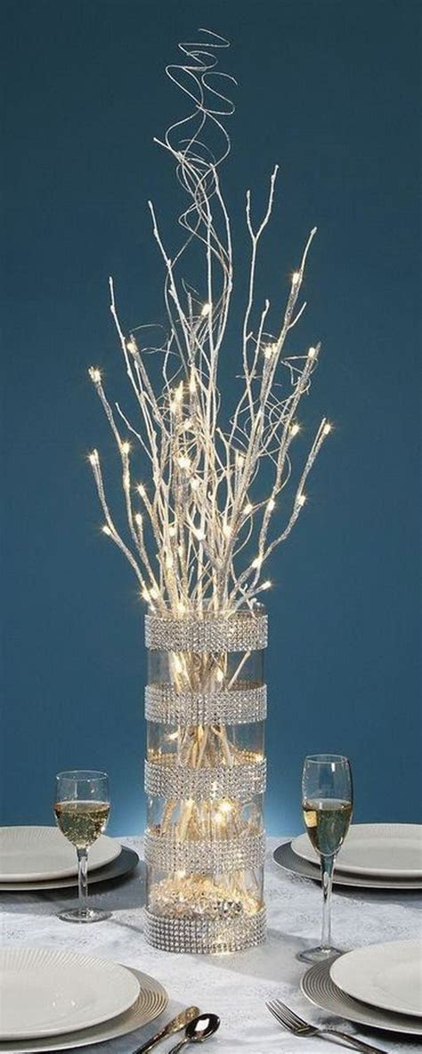 Awesome and Creative DIY Holiday Centerpiece   Hative