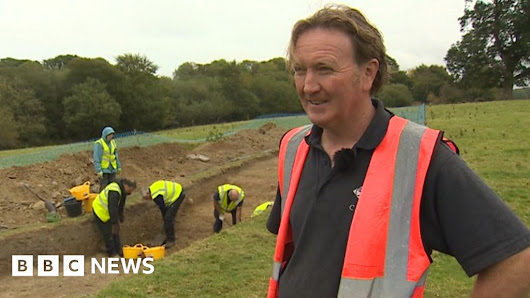Chirk Castle dig tries to unearth origins of Offa's Dyke - BBC News