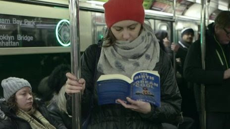 BBC News - Disappearing books: Evolution of subway reading