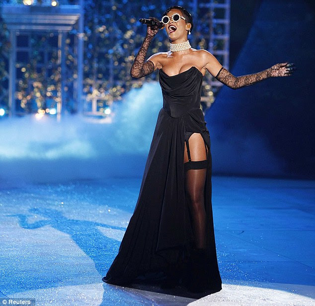 'You and I are like diamonds in the sky': Is Rihanna talking about Chris Brown via these lyrics?