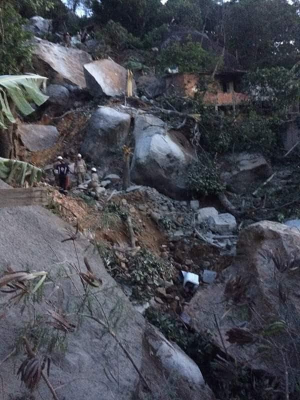Deslizamento de pedras no Morro Boa Vista (Foto: VC no ESTV)