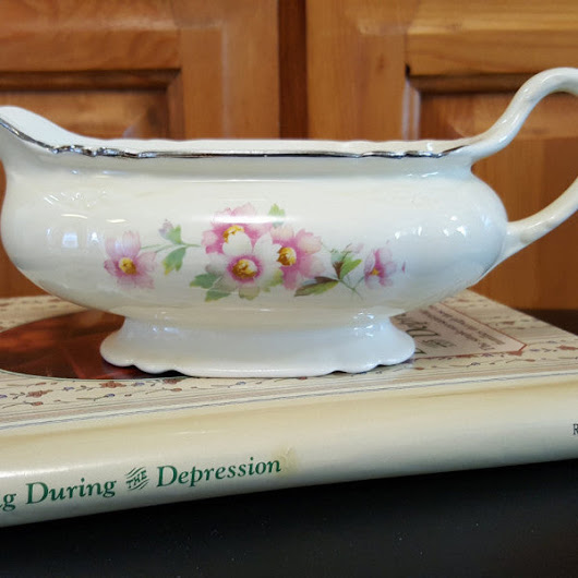 Vintage Homer Laughlin Virginia Rose Gravy Boat, Collectible China c. 1950s