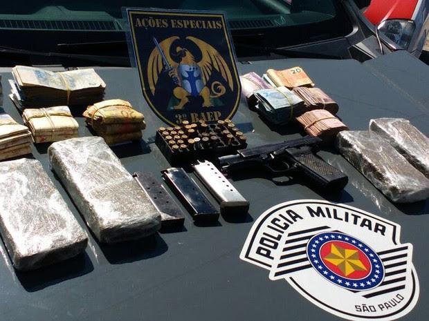 Drogas foram apreendidas na casa de empresário, dentro de parque aquático (Foto: Divulgação/Polícia Militar)