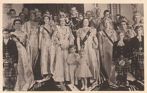 After making the official Photo  Coronation of Queen Elizabeth II.