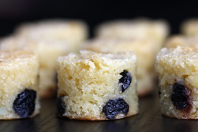 White Chocolate and Bluberry Brownie - Brownies au Chocolat Blanc et Bleuets 9805-11650