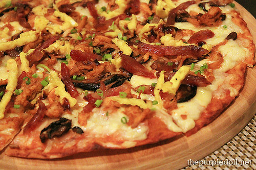 Peking Chicken Pizza P495