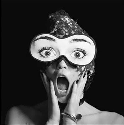 O vídeo termina com uma imagem reveladora: Miley age surpreso, mas ela não pode ver nada - Uma máscara com os olhos sobre ele está cobrindo seus verdadeiros olhos.  Que praticamente representa a vida de escravos MK.