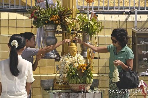 botataung bathing the buddha