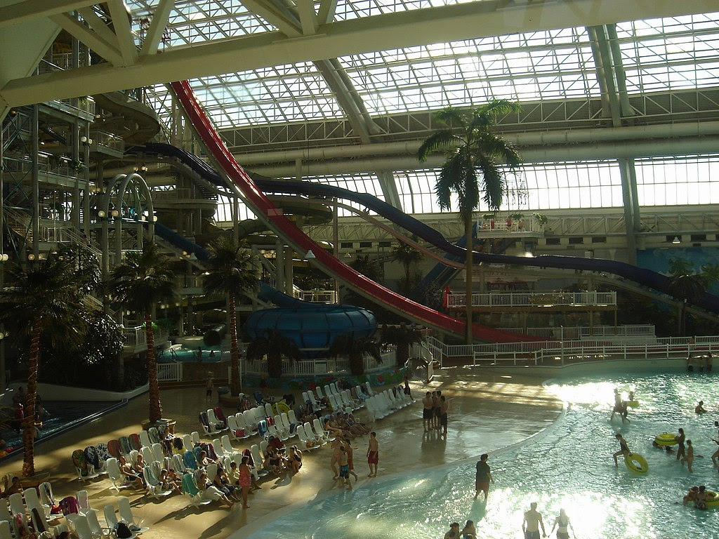 http://upload.wikimedia.org/wikipedia/commons/thumb/e/e9/WEM-Waterpark-slides.JPG/1024px-WEM-Waterpark-slides.JPG