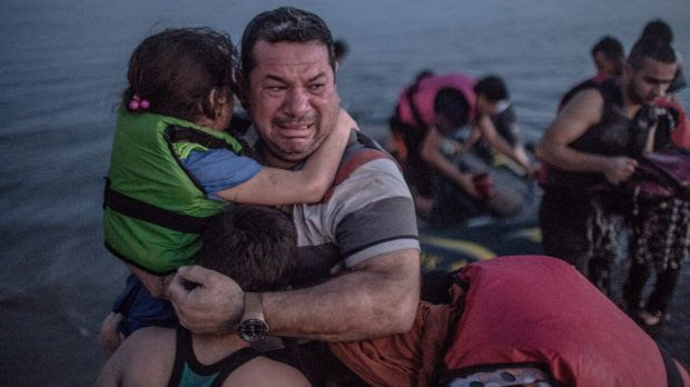 The image of Syrian refugee Laith Majid and his children has struck a chord with thousands on social media.