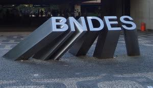 No BNDES vai  estourar mais um grande escândalo. O Ministério Público Federal está exigindo acesso a informações sobre empréstimos do BNDES. o TCU quer que o banco encaminhe ao órgão os processos de concessão da JBS-Friboi