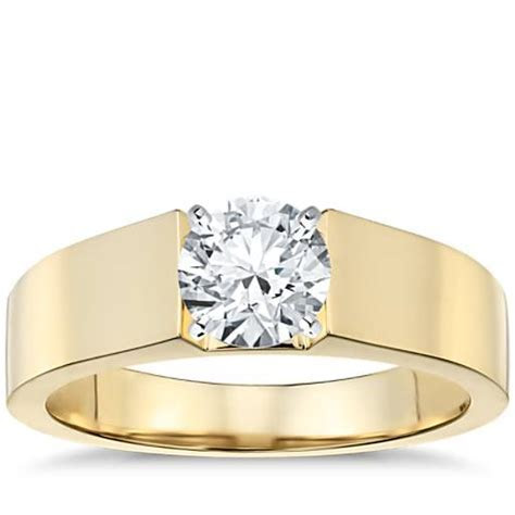Flat Solitaire Engagement Ring in 18k Yellow Gold (5mm
