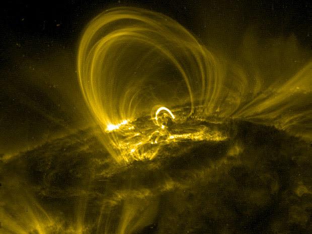 'Música solar' ocorre em fluxos magnéticos que compõem a coroa solar.