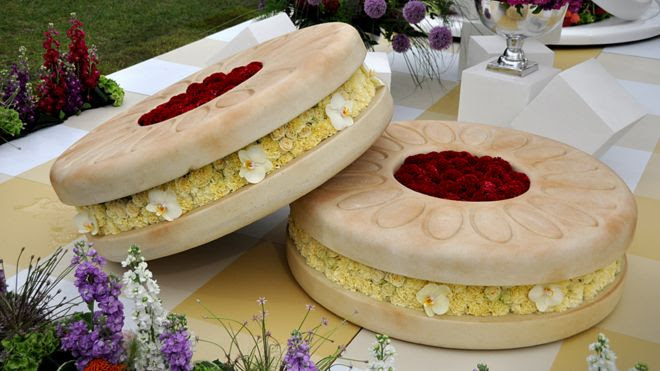 Giant biscuits made of flowers
