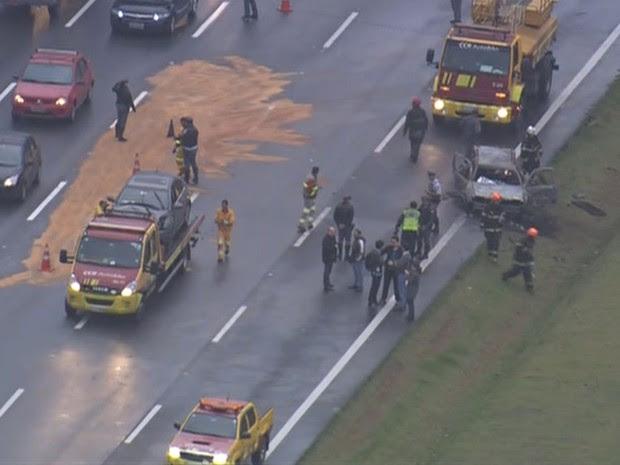 Acidente deixou uma pessoa morta na Rodovia dos Bandeirantes (Foto: Reprodução/TV Globo)