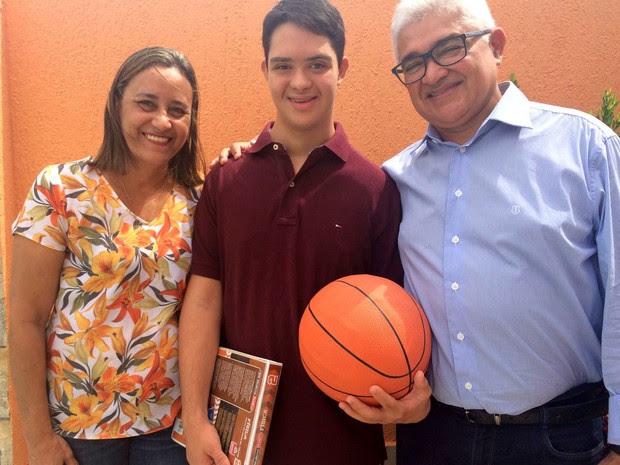 Gabriel quer ser jogador de futebol quando se formar (Foto: Andrea Tavares/G1)