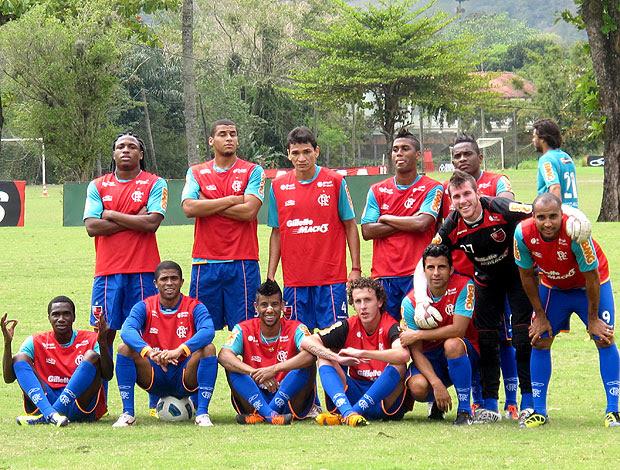time do Flamengo comemora no treino (Foto: Janir Junior / GLOBOESPORTE.COM)