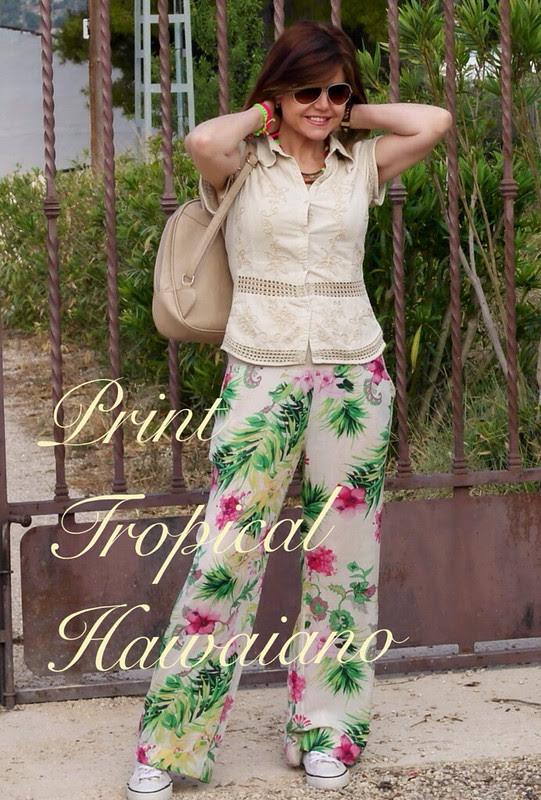 Look veraniego: print tropical con zapatillas